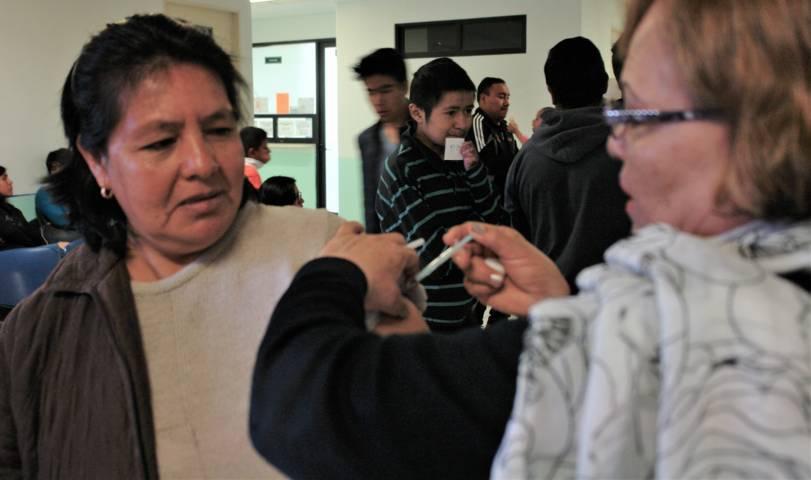 Invita SESA a tlaxcaltecas a aplicarse la vacuna contra la influenza