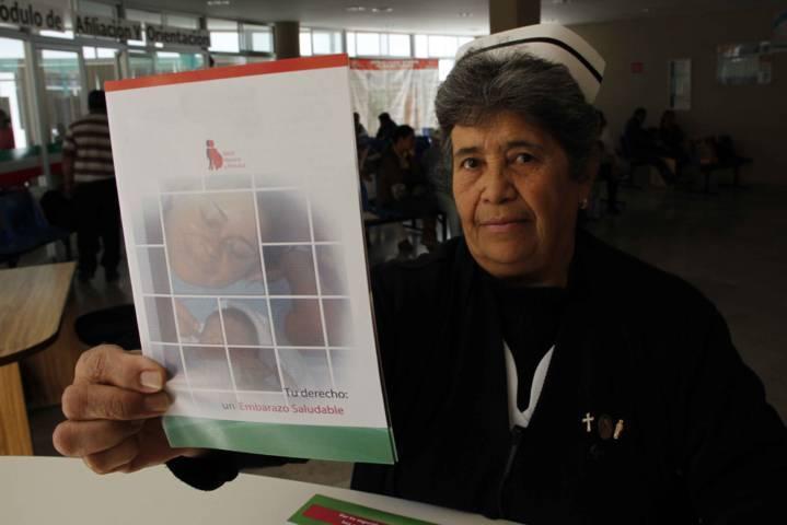 Brinda SESA orientación telefónica en temas de salud de la mujer