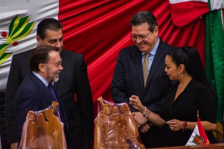 Develan placa conmemorativa a 500 años del encuentro entre de tlaxcaltecas y españoles