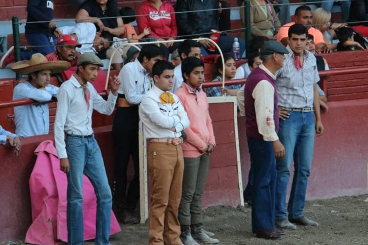 MATADORES PRESENTAN EXHIBICION A ALUMNOS DE LAS ESCUELAS TAURINAS DEL ESTADO