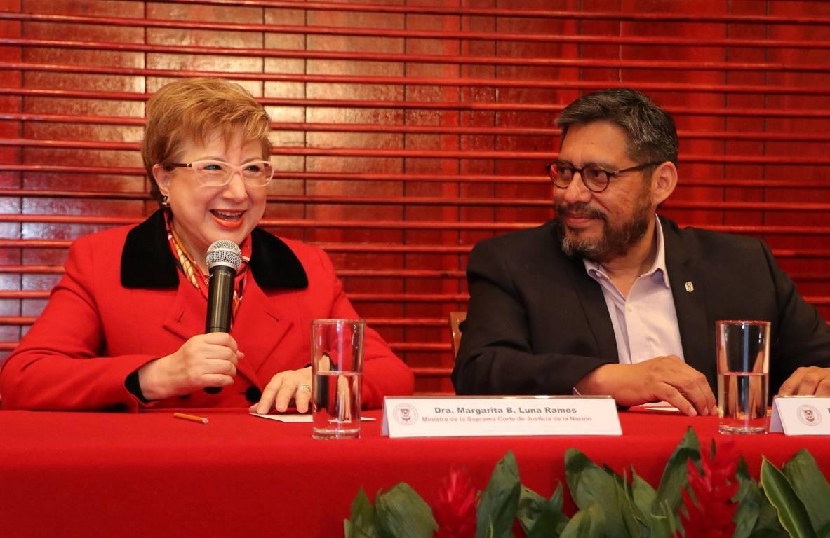 Disertó conferencia en la UATx ministra de la SCJN