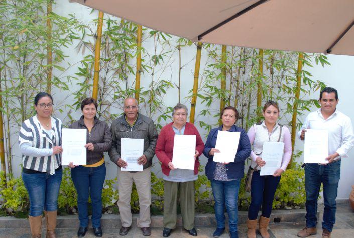 Entrega de escrituras a ciudadanos de Tzompantepec