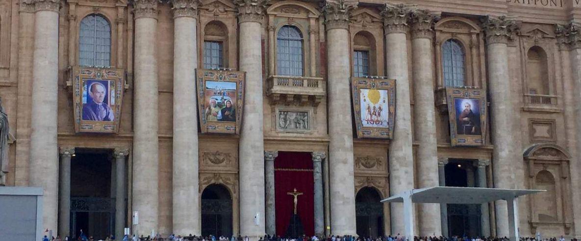 Santos mexicanos y niños mártires dominan la Plaza de San Pedro