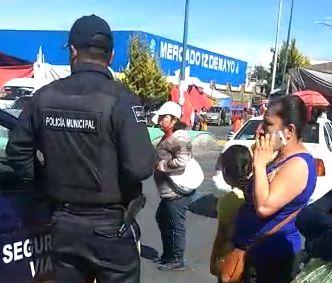Mujer agrede a policía en el centro de Apizaco