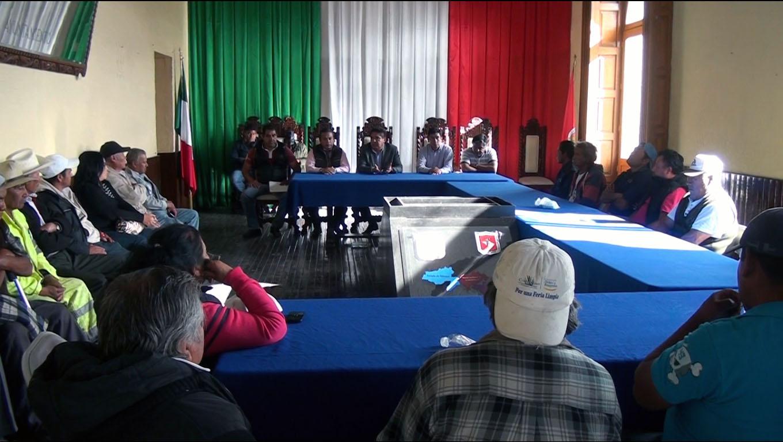 Resuelven satisfactoriamente conflicto de trabajadores Municipales en Calpulalpan