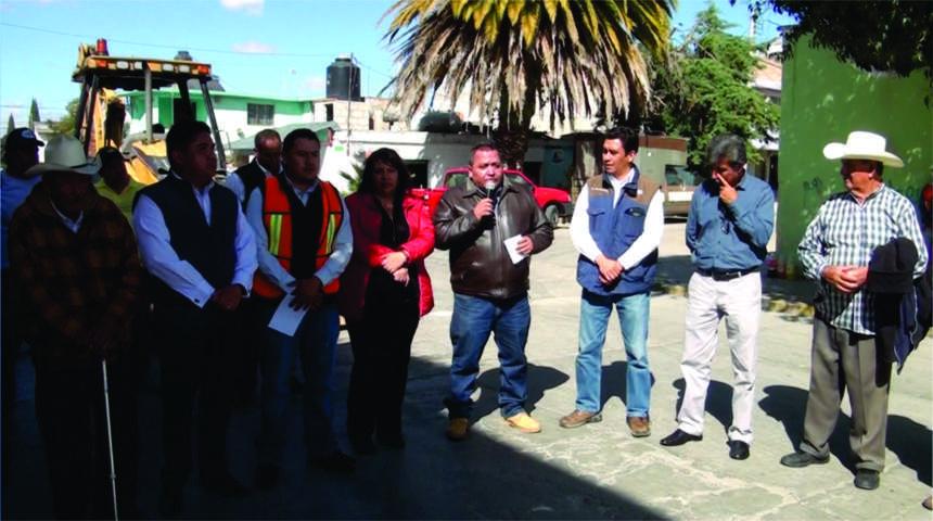 """Rehabilitan en Calpulalpan vialidad principal de colonia """"Francisco Sarabia"""""""