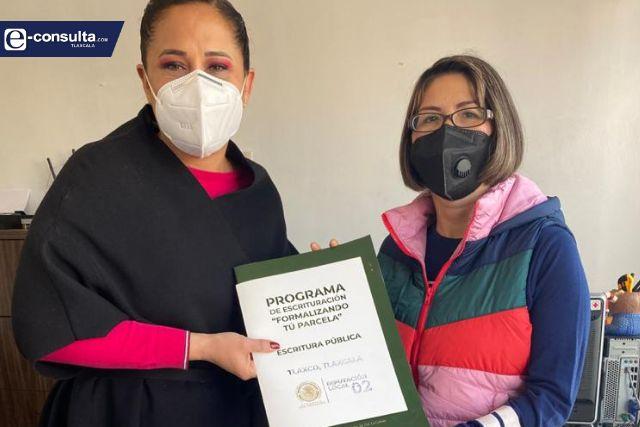 """Entrega de escrituras consolidan beneficios para el Distrito 02""; Michaelle Brito"