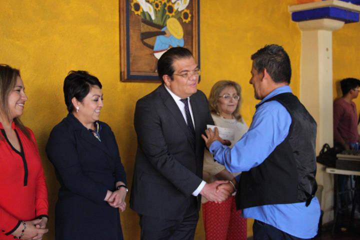Alcalde encabezo festejo del Día del Servidor Público entregando estímulos