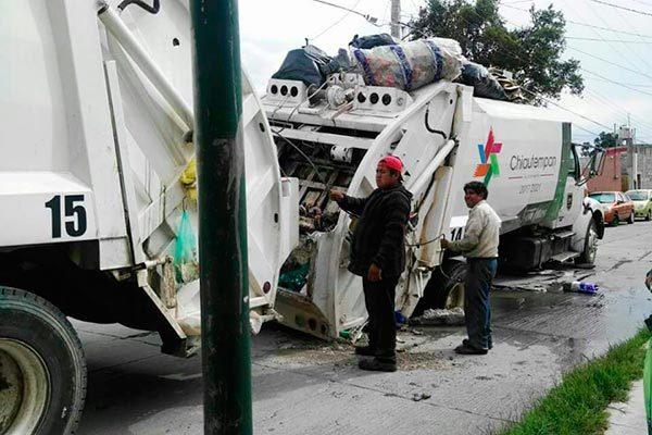 Reportan vecinos de Chiautempan peligroso socavón en Ixcotla