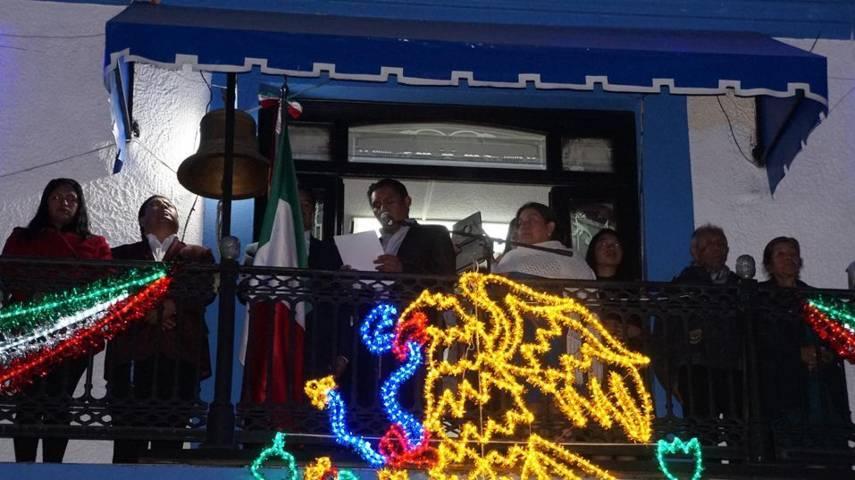 Cutberto Cano da el tradicional Grito de Independencia en San Pablo del Monte