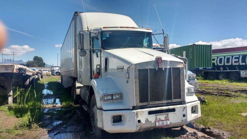 Policía Estatal asegura un tractocamión con caja seca en Huamantla