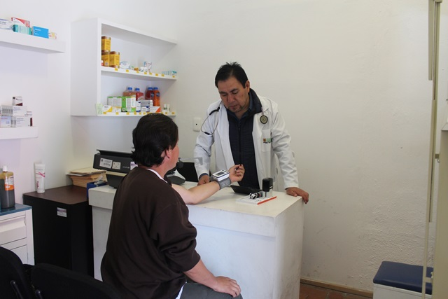 Dispensario médico coadyuva a mejorar salud de grupos vulnerables