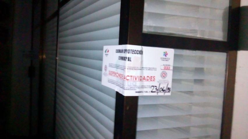 Bar del Barrio es clausurado por ser atendido por un menor de edad y sin documentos
