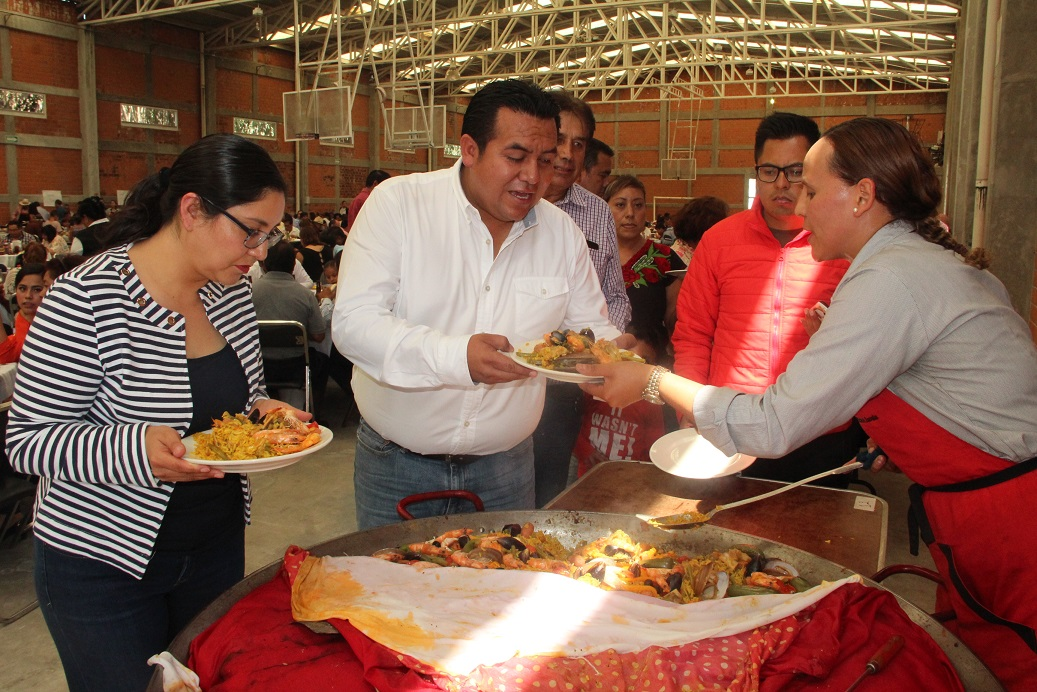 Festival de Paellas en Tzompantepec reunió a 16 paelleros y 700 comensales