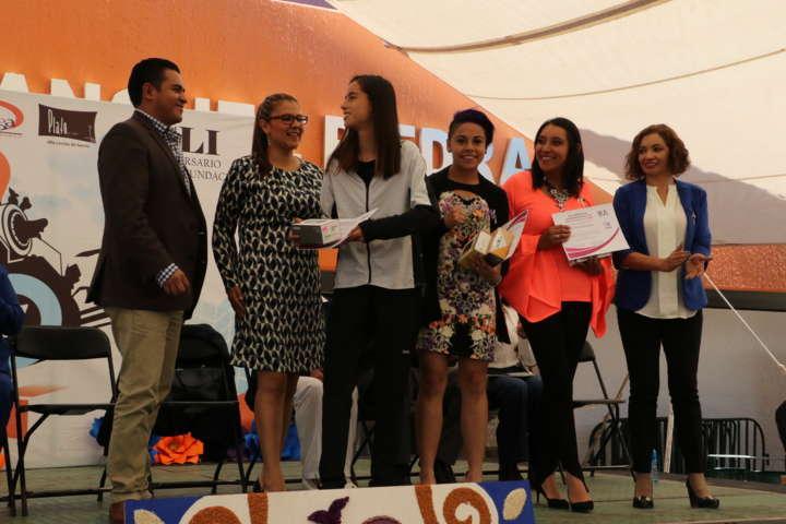 Hernández Mejía reconoce a destacadas mujeres apizaquenses
