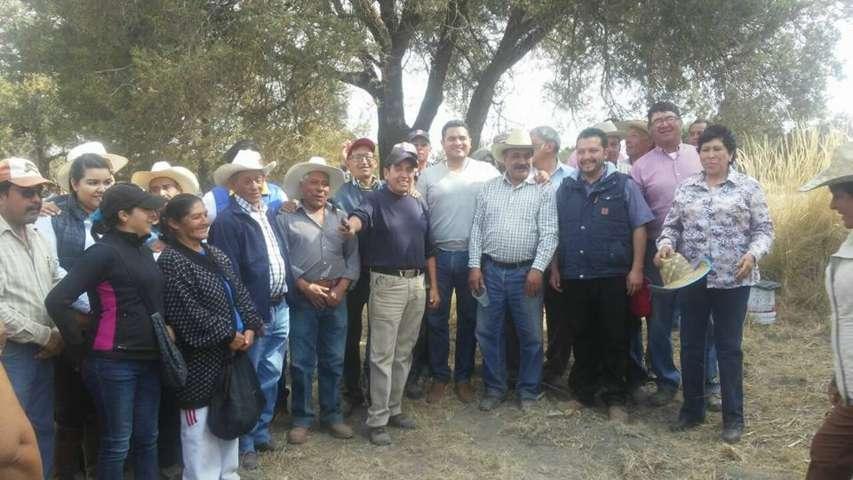 Julio César Hernández Mejía, se reune con ejidatarios de Apizaquito
