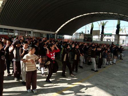 Tzompantepec lleva campañ de activación física a escuela