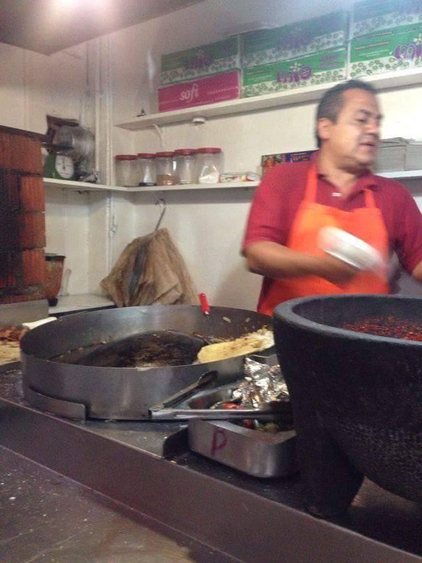 Denuncian que taquería de Chiautempan vende comida contaminada
