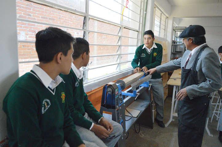 Brinda Gobierno del Estado equipamiento a escuelas
