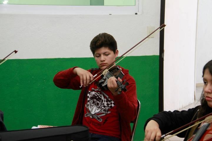 Imparte alcaldía de la capital clases de violín