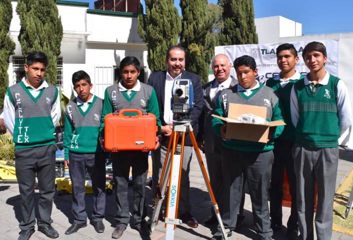 Equipó CECyTE Tlaxcala talleres de construcción, plásticos y mantenimiento automotriz