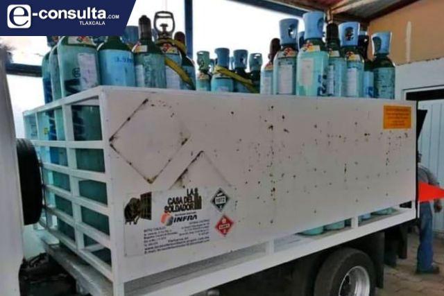 Roban camioneta cargada con tanques de oxígeno en Texoloc