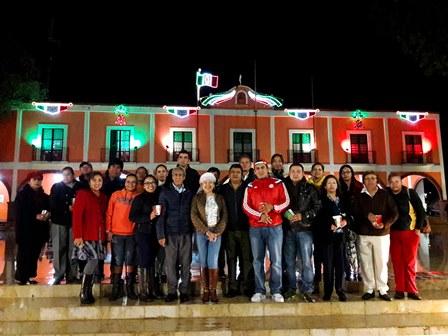 Iluminan Palacio Municipal de Texóloc con adornos patrios