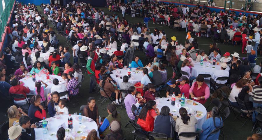 Celebra ayuntamiento de Teacalco a las mamás