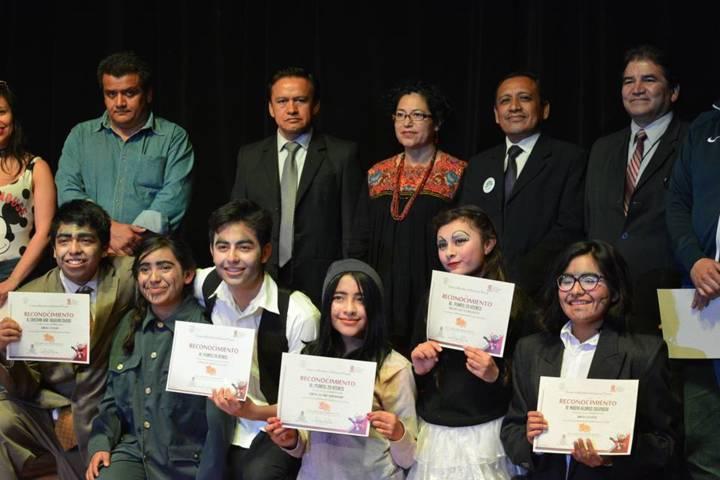 Alumnos del Cobat ganan concurso estatal de teatro