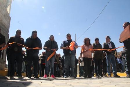 Vecinos de la calle Los Silva ya tiene una vialidad adoquinada: alcalde