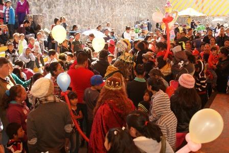 Vázquez Morales agasaja a los niños en día de Reyes Magos