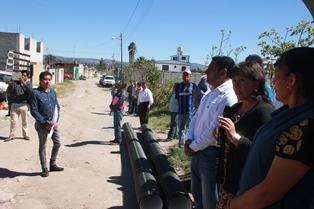 El alcalde inicia la introducción del drenaje en la cabecera municipal