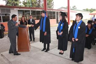 Alcalde de Tepetitla entrega estímulos a estudiantes