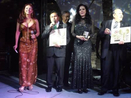 Recibe alcalde de Xiloxoxtla reconocimiento de periodistas