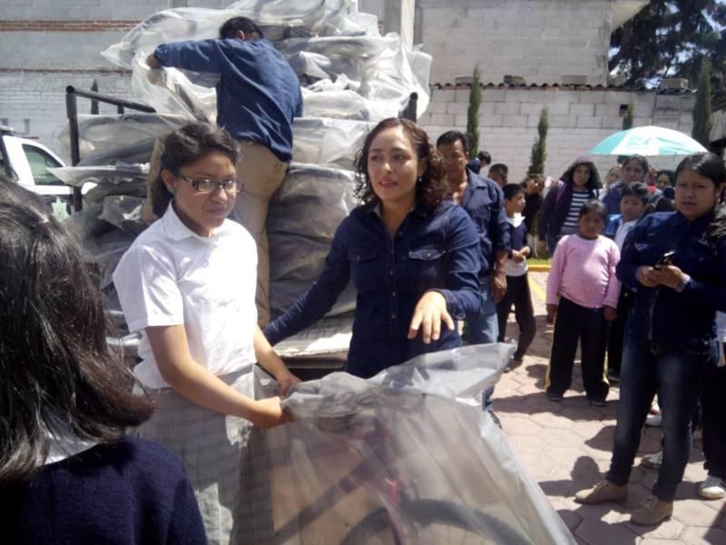 Entrega ayuntamiento de Tepetitla cincuenta bicicletas a niños