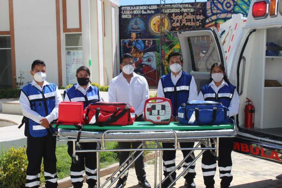 Entrega alcalde de Tepetitla de Lardizábal ambulancia y camión recolector de basura