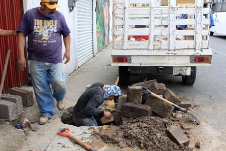 Atiende y repara ayuntamiento de Tepeyanco fugas de agua