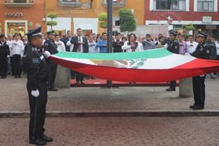 Asiste Ayuntamiento de Tetla al arrió de bandera
