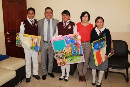 Alcalde de Tetla premia a ganadores de concurso de dibujo