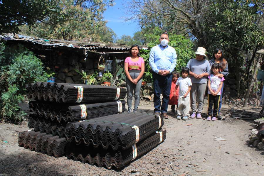 Entrega Eleazar Molina Pérez apoyo a familias de escasos recursos