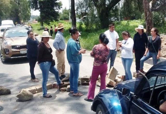 """Cierran accesos en Texoloc por imposiciones de """"alcalde meón"""""""