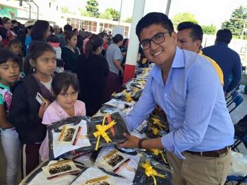 Invierte Texoloc más de 500 mil pesos en uniformes escolares