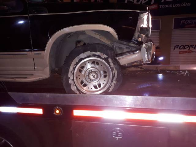 Policía municipal de Chiautempan recupera camioneta y detiene a presunto ladrón.