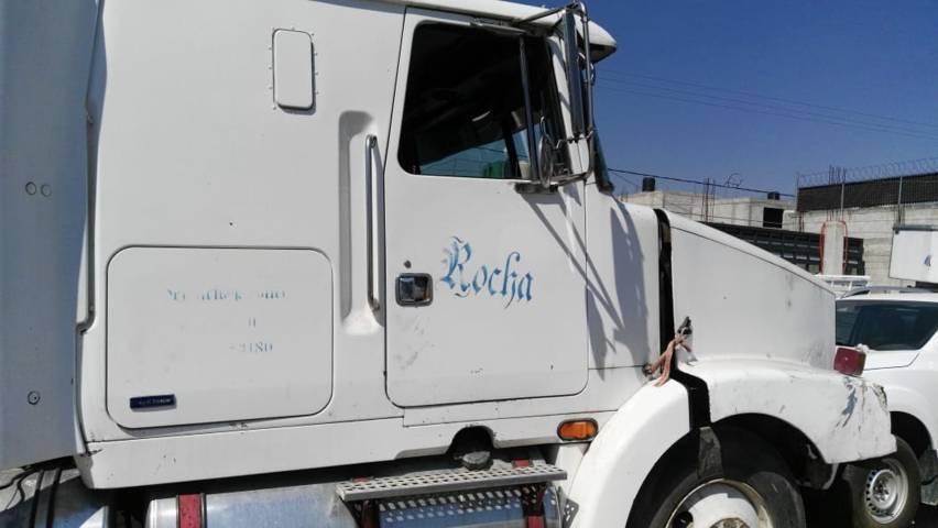 Policía de Chiautempan recupera camión robado, cargado de aguacate y detiene al conductor