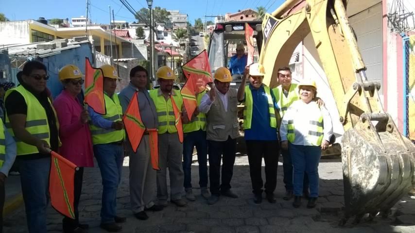 Alcalde rehabilita drena en la calle Breton de Acxotla del Río