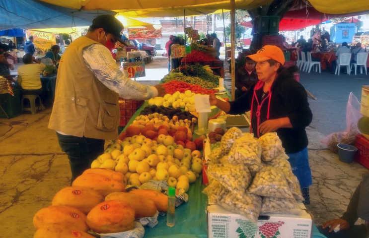 Supervisan medidas preventivas en tianguis de Acuitlapilco