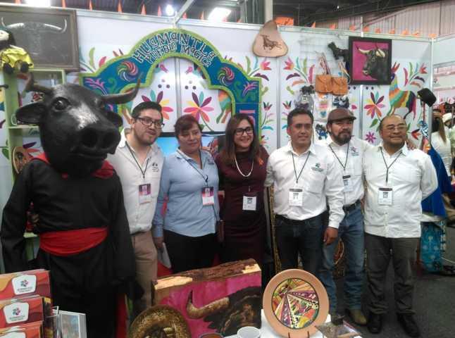 Los títeres, los salterios y alfombras de Huamantla llegaron a Pachuca al 1er tianguis