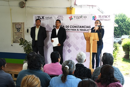 Entregan en Tlaxco constancia de capacitación para el trabajo