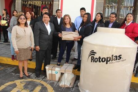 Lorena Cuéllar benefició a familias vulnerables de Tlaltelulco