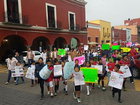 Marchan en la capital contra uso y tráfico de drogas